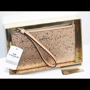 🌺 COACH Star Glitter Small Wristlet - Gold